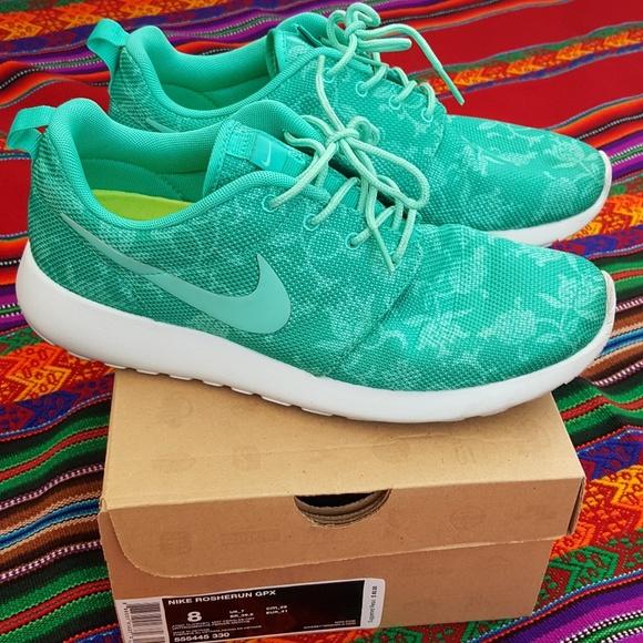 df76e7af921d8 Nike Rosherun GPX floral green. Men s Size 8. M 597d3554d14d7baef309248b