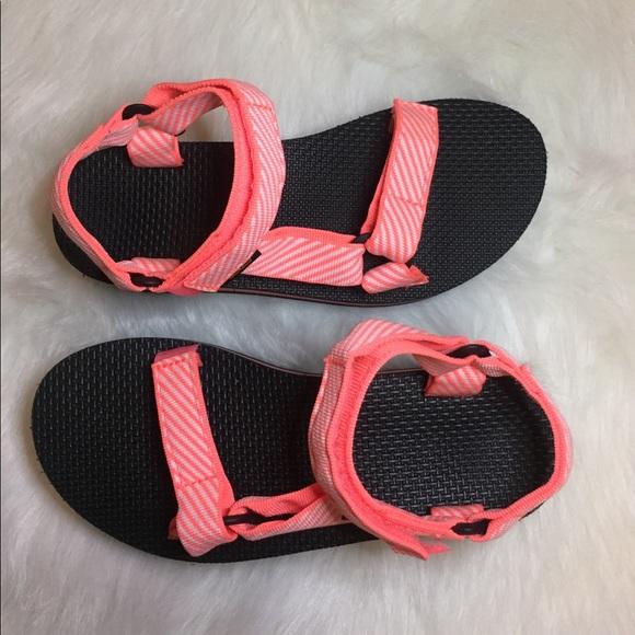 83c7ad50e3d Teva Flatform Platform coral sandal. Size 6. M 597d481bf739bcdd240975ce