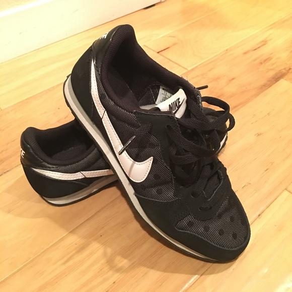 Black Polk a dot mesh Women's Nike Genicco Print