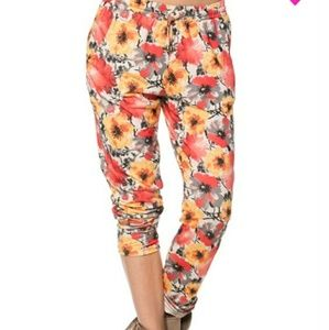 Pants - New boutique buttery soft floral joggers.
