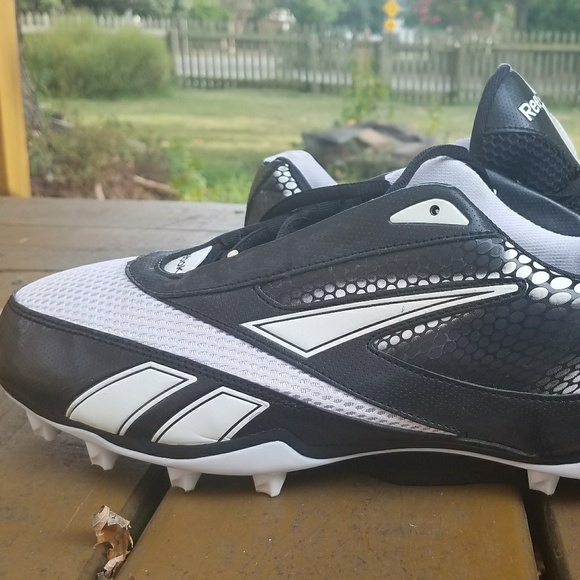 5bcb1bfac8ec Reebok U-Form 4 Speed Mid M4 Men s Football Cleats.  M 597d6a1c36d594ae4909f138