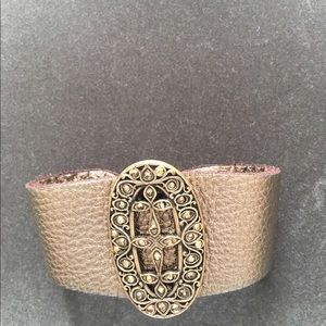 Light bronze Metallic leather bracelet.