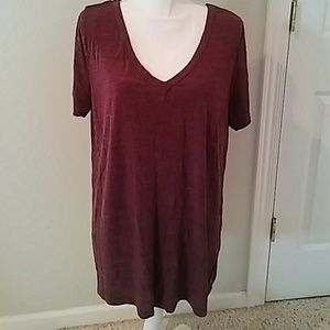 Tops - V neck tee in Burgundy