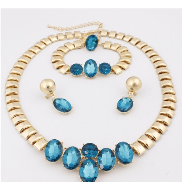 Jewelry - Crystal 18Kt Gold Plated Jewelry Set