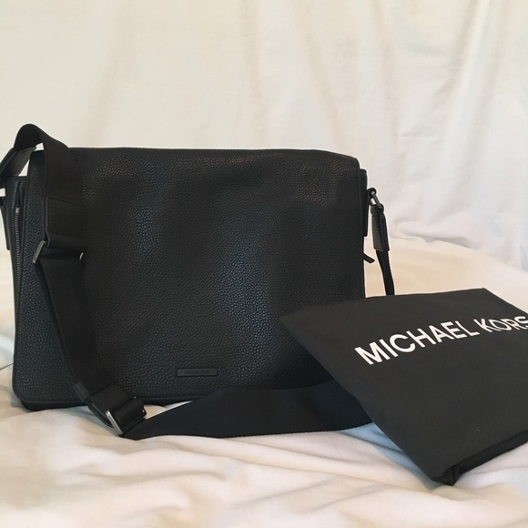 ff4b72b926ed Men s Michael Kors messenger bag
