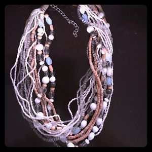 Casual necklace with beads