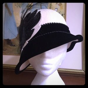 Accessories - Vintage black beaded white hat