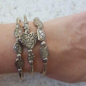 Jewelry - Silvertone accordion wrap bracelet