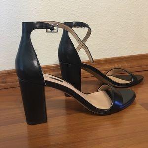 classy & sleek black heels!!