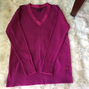 Tommy Hilfiger sweater with side slits. Size Med.