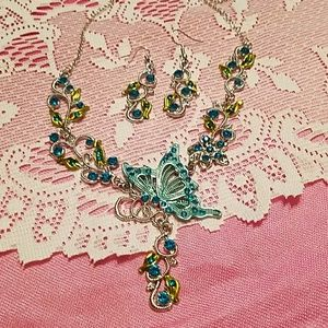💲🎁NEW, Butterfly 🦋 Necklace  & Earring Set 💱💰
