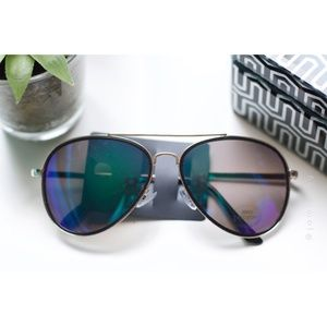 Hot Topic | NWT Mirrored Lens Aviator Sunnies