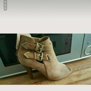 Guess tan open toe ankle boots with heels