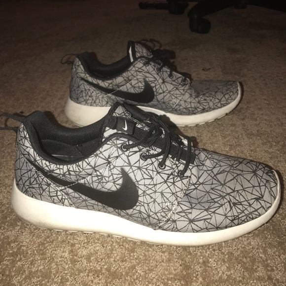 7acebbfcf2522 Custom Men's Nike Roshe Run