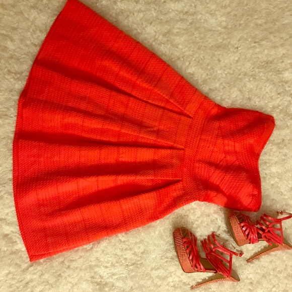 Express Dresses & Skirts - 💰REDUCED 💰Straplss Coral FitnFlare Express dress