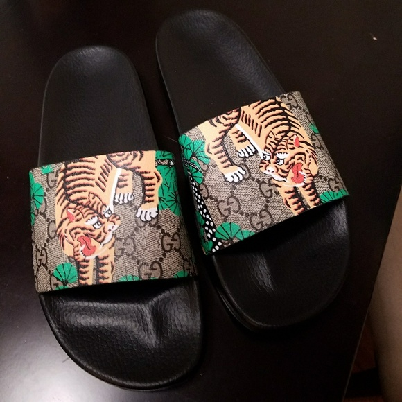 d742be3b12b389 Gucci Shoes - SuperAwesome slides! Size 9 mens