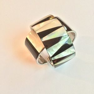Jewelry - VINTAGE MOTHER OF PEARL BLACK AND WHITE BRACELET-1