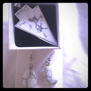 Marble white arrowhead pendant +free NWT earrings