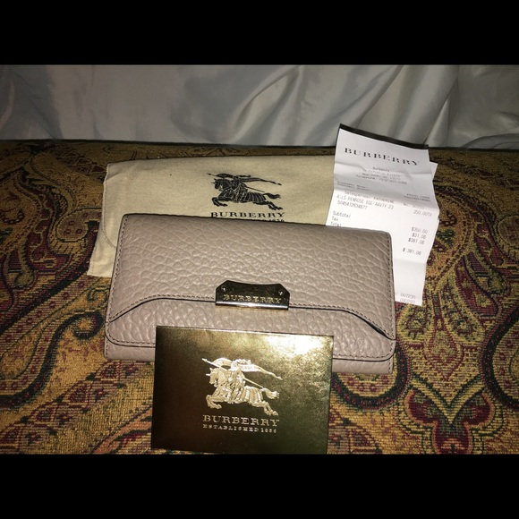 da83d2128920 Burberry Handbags - HOLIDAY SALE!!! Burberry 💯 Penrose Wallet