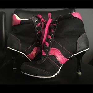 Shoes - Lace up Sneaker Heals Size 7
