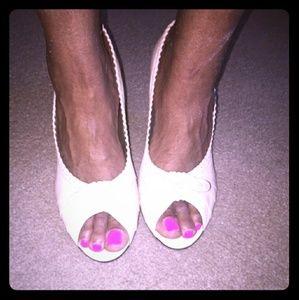 Shoes - Cream peep toe pumps