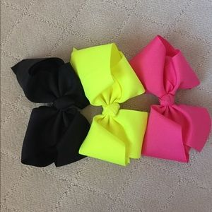 Other - Set of three bows!! Great condition
