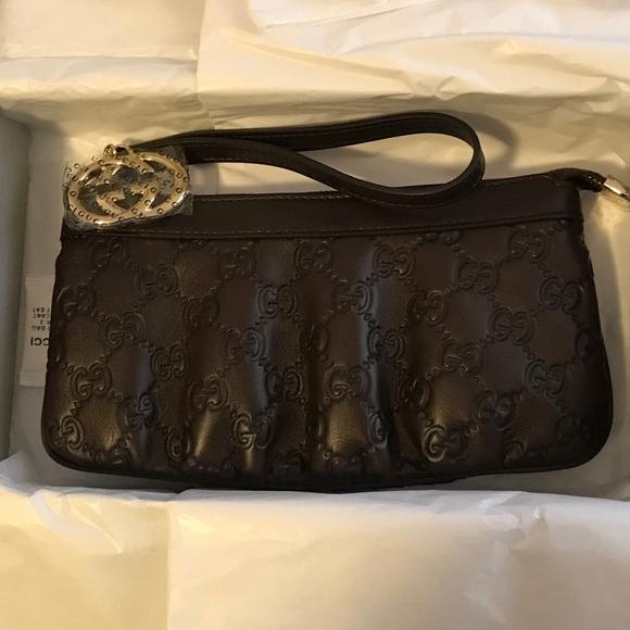 d0eb3e7fa54 Gucci Handbags - Gucci guccissima wristlet