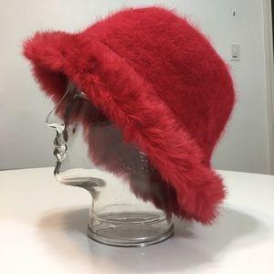Accessories - Red Angora hat