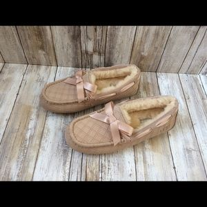 a9b8dca64ae Ugg Dakota double diamond quilted slippers Sz 9