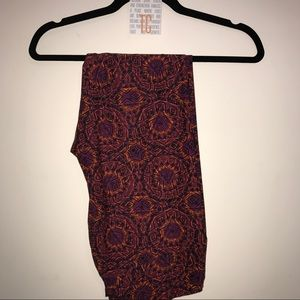 NWT lularoe leggings TC Purple w/geometric pattern