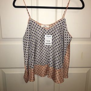 Tops - ✨NWT✨Silk patterned tank