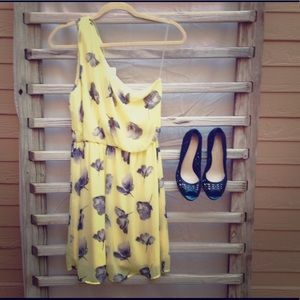 Dresses & Skirts - NWT! Asymmetrical Casual Pale Yellow Floral Dress