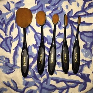 OVAL STYLE MAKEUP BRUSH SET (5)