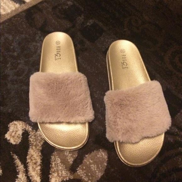 2f3865ae8e3a Rose gold fuzzy slippers. M 5980a44856b2d6bd6914a21b