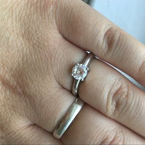 Jewelry - Cute silver and CZ ring Size 7