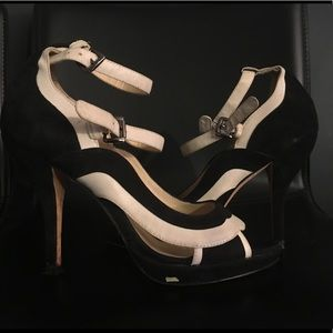 Boutique 9 heels size 6 open toe black and white