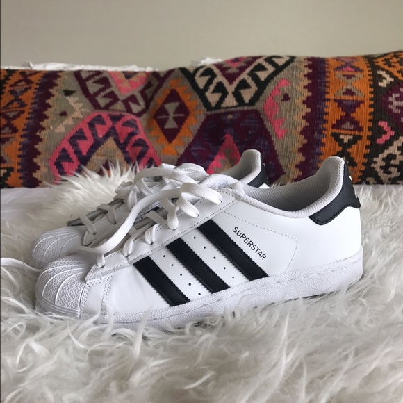le adidas superstar della mens 55womens 75 poshmark