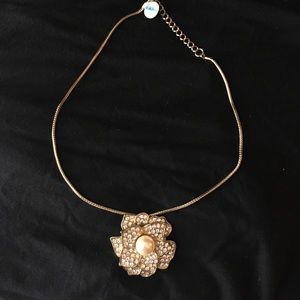 Jewelry - Gilded Rose Necklace 🌹