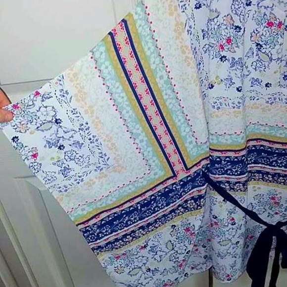 Skies Are Blue Tops - NWOT Skies Are Blue Boho Floral Poncho Top