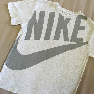 Nike Retro style SLIM FIT tee