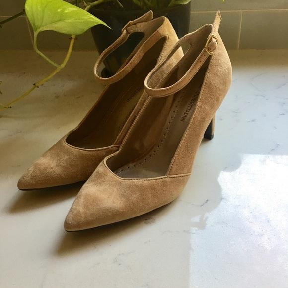 5cc028c63337 Adrienne Vittadini Shoes - NWOT Adrienne Vittadini Nevi Pumps