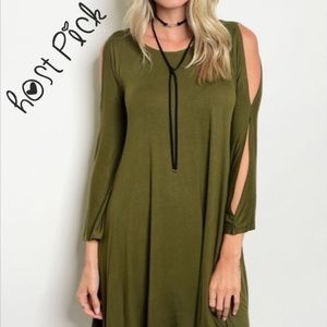 Dresses & Skirts - 💚LAST 1 !💚 Green 3/4 sleeve drape dress 💕