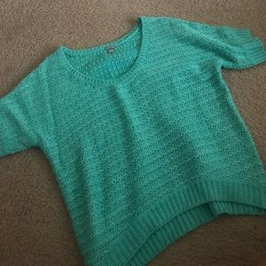 LARGE CHARLOTTE RUSSE SHORT SLEEVED SWEATER