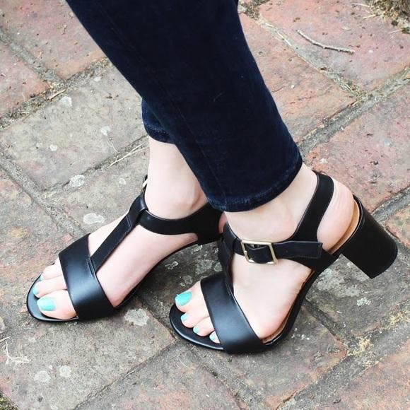 5e37dfeec37 Clarks Shoes - Clarks Smart Deva Leather Sandal EUC!