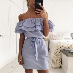 🏖Shoulder off holiday Ruffle dress with belt 💙