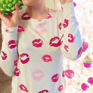 Forever 21 Lips Scoop neck Sweater