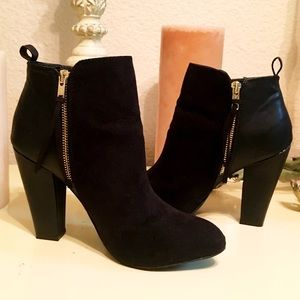 Shoes - Cute black fringe accented booties