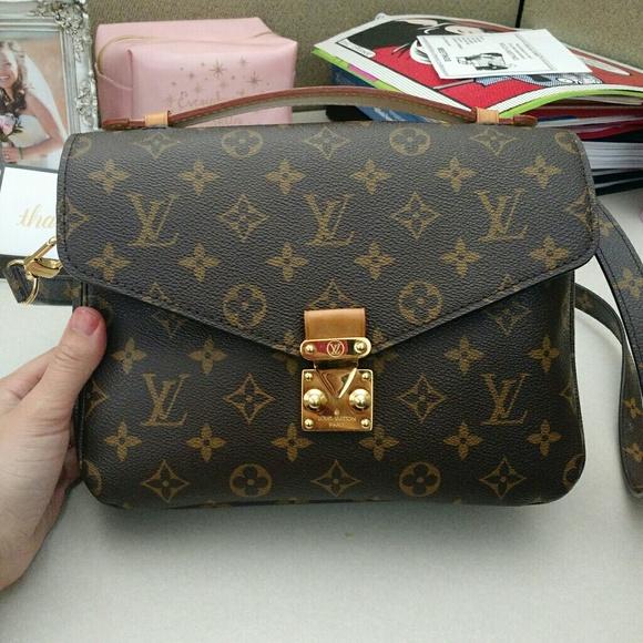 04202703858f Louis Vuitton Handbags - Authentic Louis Vuitton Pochette Metis