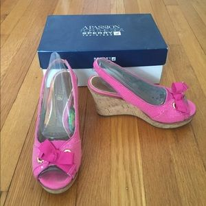 Pink sperry shoes