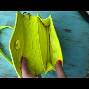 Tory Burch Bags - ✨REDUCED✨Tory Burch Neon Snake Crossbody Bag